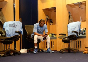 mike-conley-memphis-grizzlies-nba-playoffs-2013-lockerroom